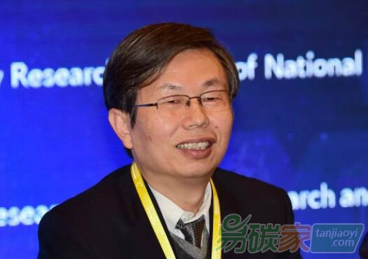 曾鸣教授系华北电力大学能源互联网研究中心主任,中国能源研究会能源互联网专委会秘书长兼副主任,IEEE